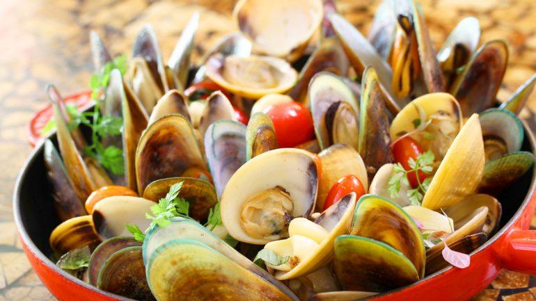 บุฟเฟ่ต์สุดอลังการ กับสารพันเมนูหอย ณ ห้องอาหารเดอะเวิลด์