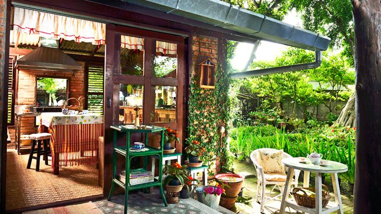 รีวิว 2 แบบครัวเปิดโล่งในสวนหลังบ้าน