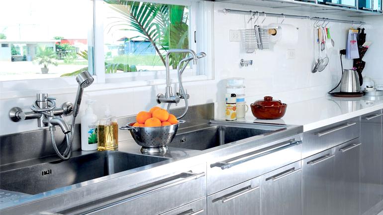 เคล็ดลับง่ายๆ ในการดูแลชุดครัวสเตนเลสให้เงาวับ