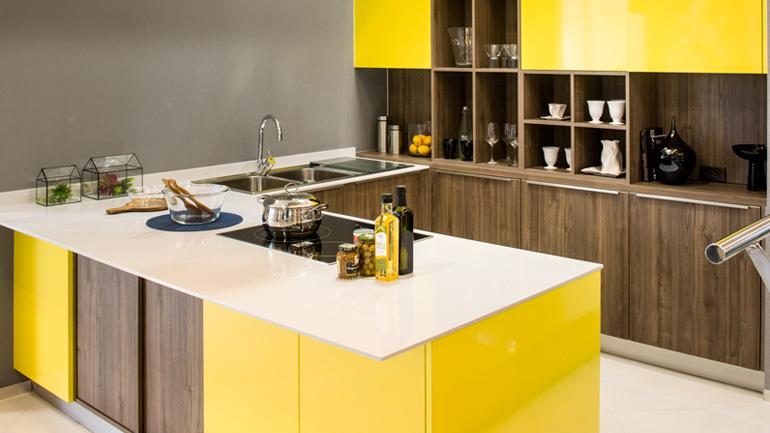 รีวิวครัวสีเหลืองผสานหน้าบานลายไม้ น่ารักได้อีก