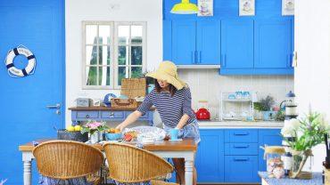 ไอเดียแต่งครัวสวยสีฟ้า-ขาวในบ้านพักตากอากาศ