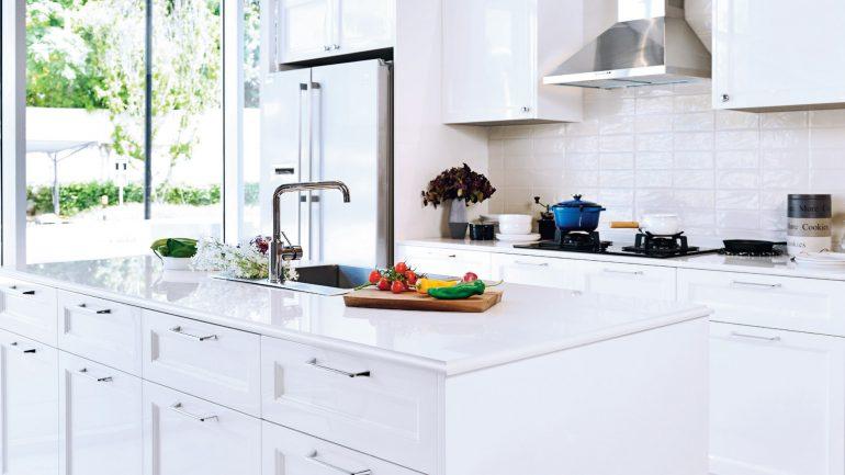 Victorian Kitchen ห้องครัวสีขาวสไตล์อังกฤษจาก Le Krua