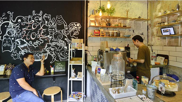 Foxhole BKK Art Shelter Cafe คาเฟ่แสนสงบในรังสุนัขจิ้งจอก