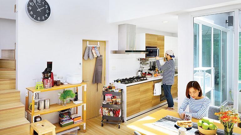 แบบห้องครัวพร้อมมุมทานข้าวสำหรับบ้านทาวน์โฮม 3 ชั้นครึ่ง