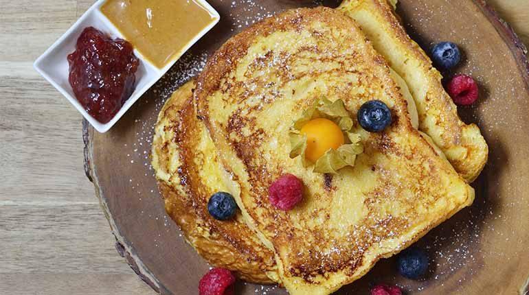ชวนคนตื่นเช้ามาเข้าครัวทำ Classic French Toast แบบฉบับ Breakfast Story