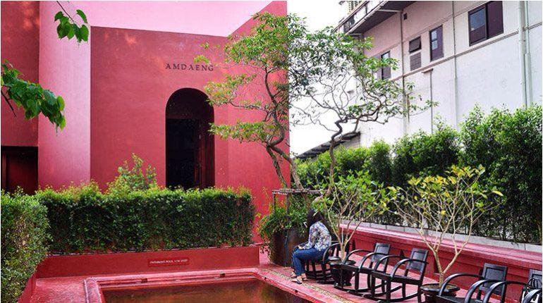 """ซึมซับความโรแมนติกที่ """"Amdaeng hotel """" บูติกโฮเทลสีแดงชาดริมแม่น้ำเจ้าพระยา"""