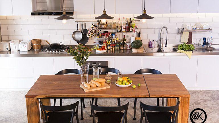 รีโนเวทคอนโดเน่าให้มีห้องนั่งเล่นและห้องครัวเชื่อมต่อพื้นที่ได้คุ้มค่า