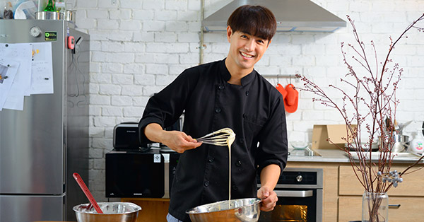 เข้าครัวทำขนมกับเชฟเต็งหนึ่ง-คณิต ปิยะปภากรกูล ทั้งสนุกทั้งอร่อยจนต้องยิ้มตาม