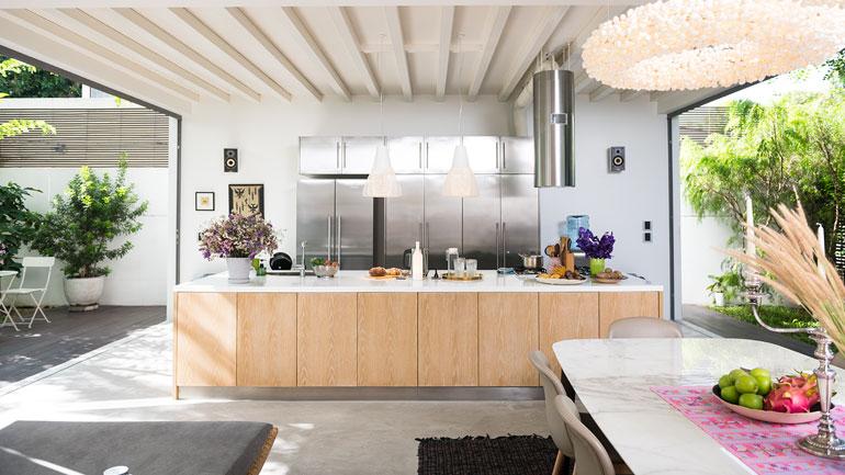 สร้างห้องครัวแบบโปร่งโล่ง กับงบสบายๆ แถมระบายอากาศได้ดี