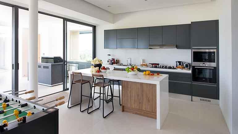 Kitchen Space ครัวแพนทรีดีไซน์สวยในบ้านพักอากาศสุดชิล