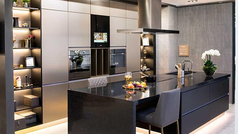 ชุดครัวสีดำสุดโมเดิร์นที่มาพร้อมเทคโนโลยีสุดล้ำจาก Kohler