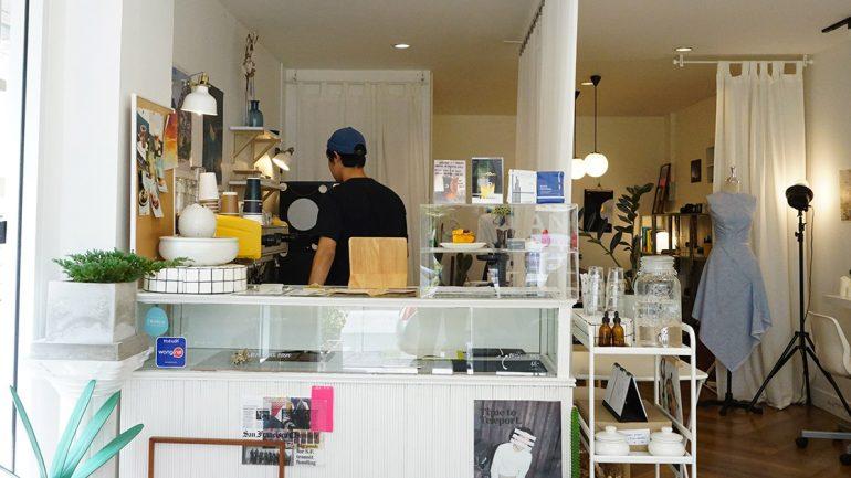 Paperplates Creative Studio & Cafe สตูดิโอคาเฟ่สไตล์มินิมอลในซอยงามวงศ์วาน 54