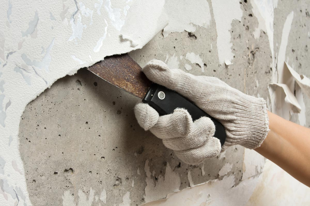 homeguide-painter-doing-wallpaper-removal-prepping-to-paint-the-room