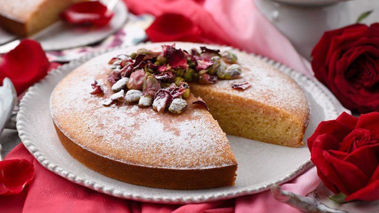 เค้กเซโมลินาและน้ำเชื่อมกุหลาบ
