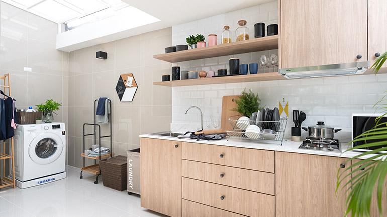ไอเดียเปลี่ยนพื้นที่หลังบ้านให้เป็นมุมครัวเรียบง่ายแสนอบอุ่น